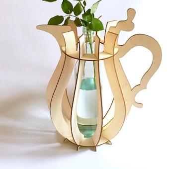 vaas h3 met een doorzichtige fles erin