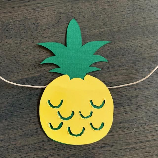 de eerste ananas zit nu aan jouw zomerse slinger vast