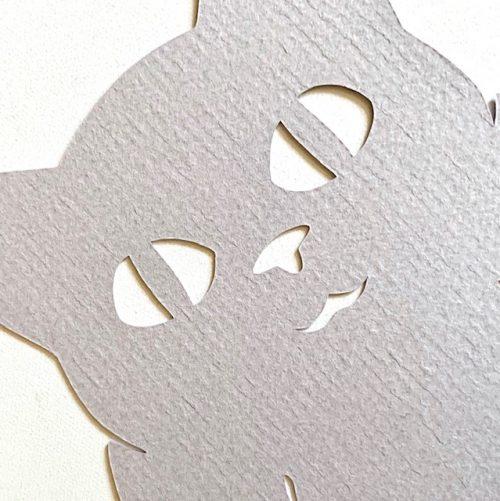 detail papier van boekenlegger kitten