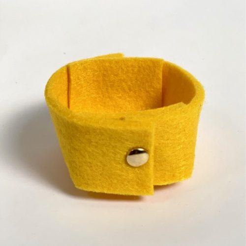 warm geel prachtig vilten mini-mandje